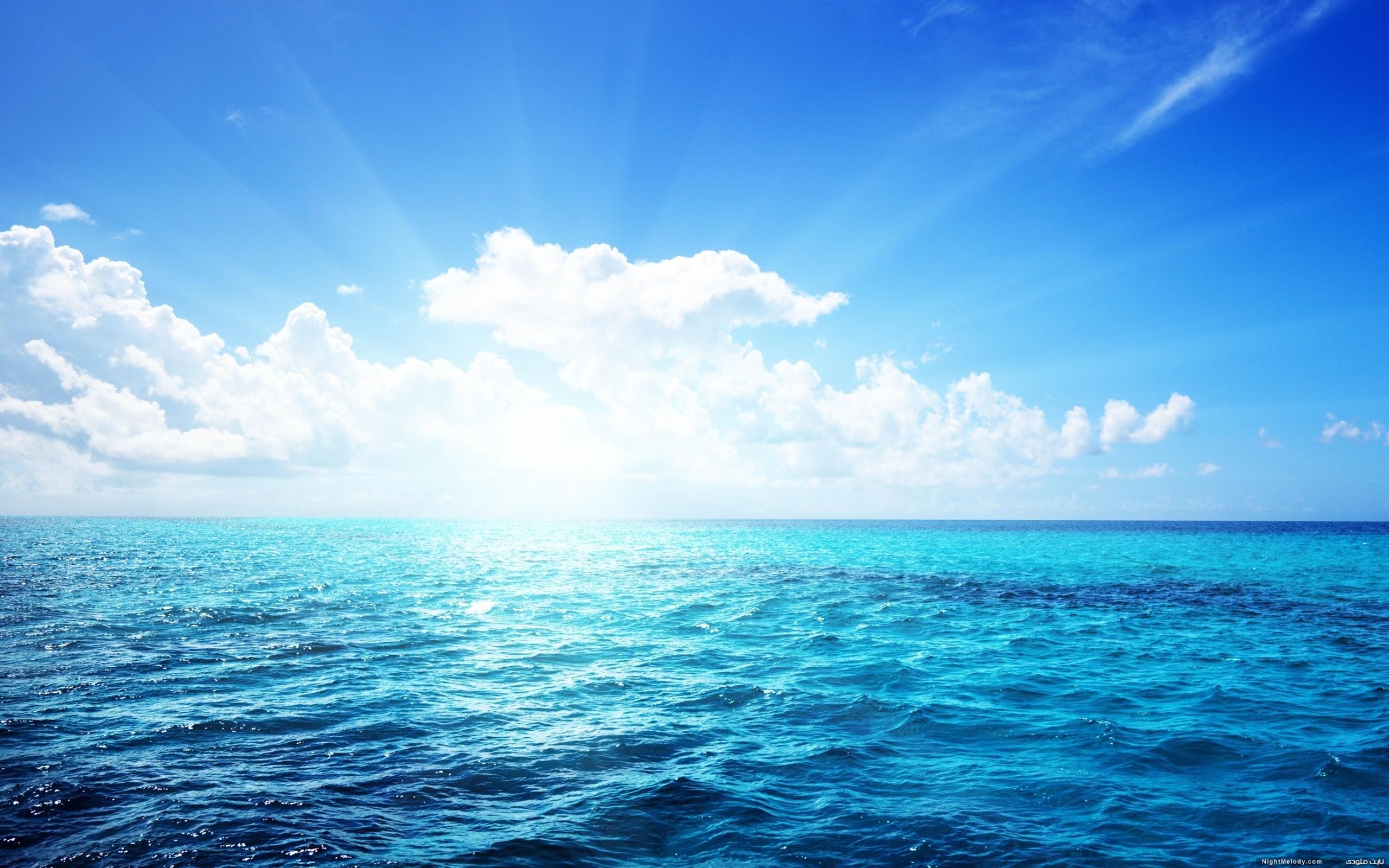 متن زبانی زیر درباره دریاست آن را به متن ادبی تبدیل کنید